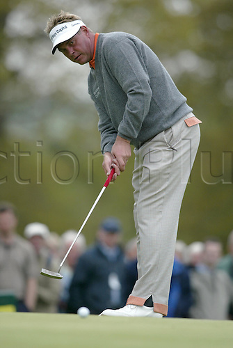 7 May 2004: Northern Irish golfer DARREN CLARKE putting during the second round of the Daily Telegraph Damovo British Masters at The Forest of Arden Photo: Neil Tingle/Action Plus...golf golfer golfers 040507 putt