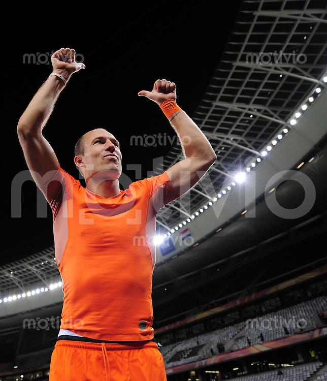 FUSSBALL WM 2010    VIERTELFINALE  06.07.2010 Uruguay - Niederlande Arjen ROBBEN (Holland) jubelt nach dem Abpfiff