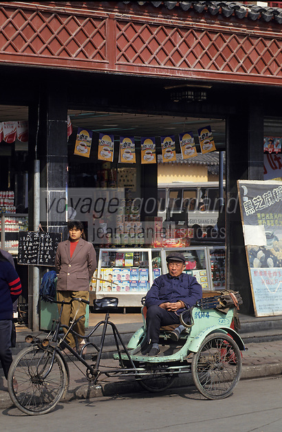Asie/Chine/Jiangsu/Nankin/Quartier du temple de Confucius : Conducteur de cyclopousse attendant les clients<br /> PHOTO D'ARCHIVES // ARCHIVAL IMAGES<br /> CHINE 1990