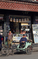 Asie/Chine/Jiangsu/Nankin/Quartier du temple de Confucius&nbsp;: Conducteur de cyclopousse attendant les clients<br /> PHOTO D'ARCHIVES // ARCHIVAL IMAGES<br /> CHINE 1990