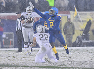 PHILADELPHIA, PA - DEC 9, 2017: Army Black Knights running back Calen Holt (22) catches one of only a few passes thrown in the game over Navy Midshipmen safety Jarid Ryan (2) during game between Army and Navy at Lincoln Financial Field Philadelphia, PA. Army defeated Navy 14-13 to win the Commander in Chief Cup. (Photo by Phil Peters/Media Images International)