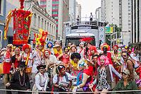 CURITIBA, PR, 23.02.2014 –  CARNAVAL 2014 / FOLIA EM CURITIBA - Centro de Curitiba, recebe na tarde deste domingo(23), o último dia do pré-carnaval do bloco Garibaldis e Sacis, na rua Marechal Deodoro.(Foto: Paulo Lisboa / Brazil Photo Press)