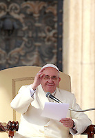 Papa Francesco tiene l'udienza generale del mercoledi' in Piazza San Pietro, Citta' del Vaticano, 12 febbraio 2014.<br /> Pope Francis attends his weekly general audience in St. Peter's Square at the Vatican, 12 February 2014.<br /> UPDATE IMAGES PRESS/Isabella Bonotto<br /> <br /> STRICTLY ONLY FOR EDITORIAL USE