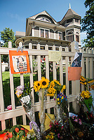 Flowers and notes line a fence during a memorial for Robin Williams (cq) at the home where the hit television show Mork and Mindy took place in Boulder, Colorado, Wednesday, August 13, 2014. Williams, who rose to fame starring in Mork and Mindy, died at the age of 63 from an apparent suicide. <br /> <br /> Photo by Matt Nager