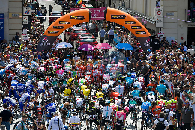 The leaders lined up before the start of Stage 19 of the 2018 Giro d'Italia, running 185km from Venaria Reale to Bardonecchia featuring the Cima Coppi of this Giro, the highest climb on the Colle delle Finestre with its gravel roads, before finishing on the final climb of the Jafferau, Italy. 25th May 2018.<br /> Picture: LaPresse/Marco Alpozzi | Cyclefile<br /> <br /> <br /> All photos usage must carry mandatory copyright credit (© Cyclefile | LaPresse/Marco Alpozzi)