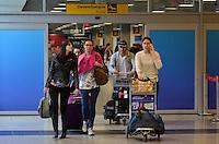 SAO PAULO, SP, 09 DE JULHO DE 2013 – PAINÉL MOVIMENTAÇÃO AEROPORTO DE CONGONHAS: Movimentação na área de desembarque do Aeroporto de Congonhas, na zona sul de São Paulo na tarde desta terça feira (9) volta do feriado de 9 de Julho. FOTO: LEVI BIANCO - BRAZIL PHOTO PRESS.