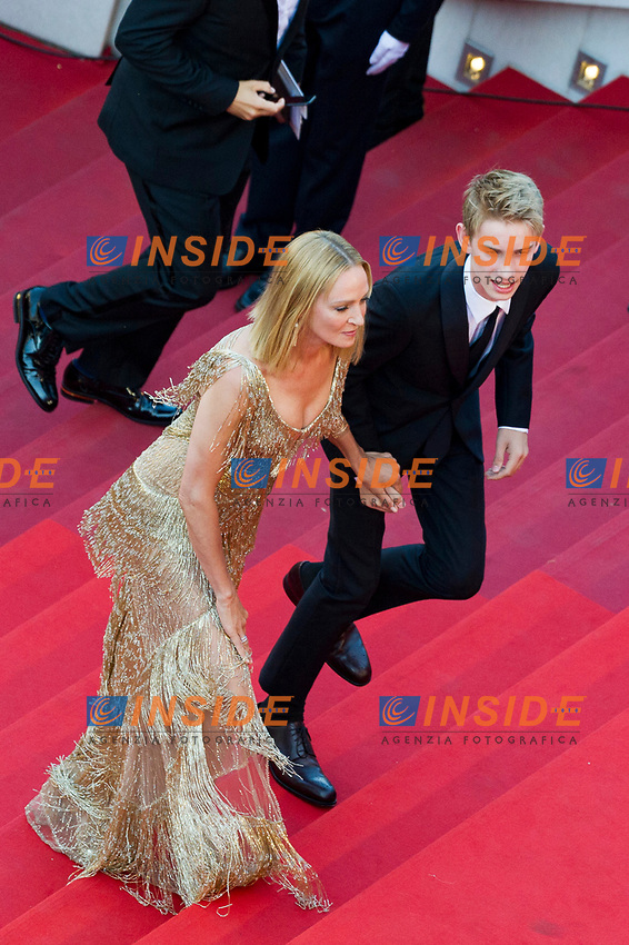 70eme Festival International du Film de Cannes. Montee de la ceremonie de cloture, vues du toit du Palais . 70th International Cannes Film Festival. Vew from rof top of closing red carpet<br />  Thurman, Uma; Hawke-Thurman, Roan (&quot;Levon&quot;)<br /> 28-05-2017 Cannes <br /> 70ma edizione Festival del Cinema <br /> Awards night . Serata Finale <br /> Foto Panoramic/Insidefoto