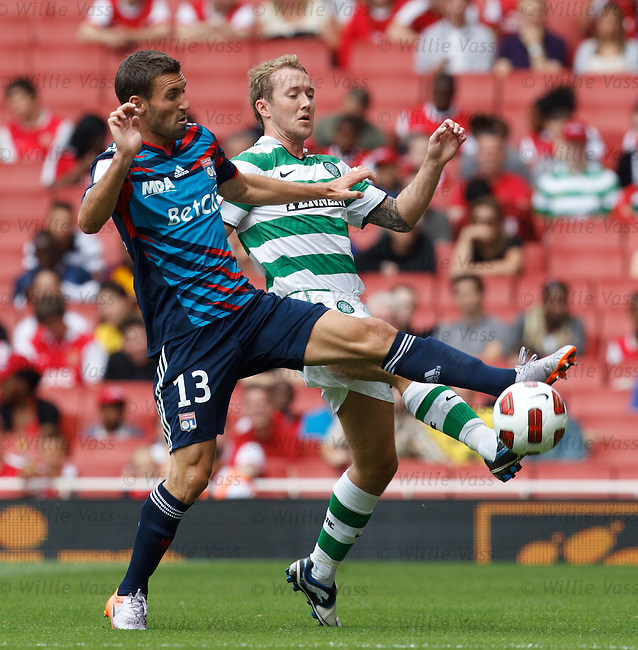 Aiden McGeady beaten by Anthony Reveillere
