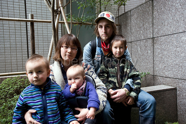 Alastair Dixon (2R), 30, from Cambridgeshire and his wife Mayumi and three children Louis, aged 5 (far right),  Nina, 9 months, and Ray, 2 (far left), wait for the last bus out of Sendai, Japan on 20 March, 2011. The family, who live in Shibata, a village badly affected by the March 11 magnitude 9 quake, were being evacuated to England for the safety of their children..Photographer: Robert Gilhooly