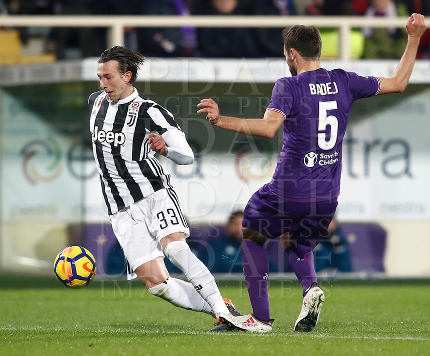 Calcio, Serie A: Fiorentina - Juventus, stadio Artemio Franchi Firenze 9 febbraio 2018.<br /> Juventus' Federico Bernardeschi (l) in action with Fiorentina's Milan Badelj (r) during the Italian Serie A football match between Fiorentina and Juventus at Florence's Artemio Franchi stadium, February 9, 2018.<br /> UPDATE IMAGES PRESS/Isabella Bonotto
