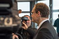 """Pressekonferenz des Regierenden Buergermeisters, Michael Mueller (SPD) und der Buergermeisterin Ramona Pop (Buendnis 90/Die Gruenen) sowie dem Buergermeister Dr. Klaus Lederer (Linkspartei) zum Thema """"Zweieinhalb Jahre Rot-Rot-Gruen"""".<br /> Im Bild: Michael Mueller.<br /> 5.3.2019, Berlin<br /> Copyright: Christian-Ditsch.de<br /> [Inhaltsveraendernde Manipulation des Fotos nur nach ausdruecklicher Genehmigung des Fotografen. Vereinbarungen ueber Abtretung von Persoenlichkeitsrechten/Model Release der abgebildeten Person/Personen liegen nicht vor. NO MODEL RELEASE! Nur fuer Redaktionelle Zwecke. Don't publish without copyright Christian-Ditsch.de, Veroeffentlichung nur mit Fotografennennung, sowie gegen Honorar, MwSt. und Beleg. Konto: I N G - D i B a, IBAN DE58500105175400192269, BIC INGDDEFFXXX, Kontakt: post@christian-ditsch.de<br /> Bei der Bearbeitung der Dateiinformationen darf die Urheberkennzeichnung in den EXIF- und  IPTC-Daten nicht entfernt werden, diese sind in digitalen Medien nach §95c UrhG rechtlich geschuetzt. Der Urhebervermerk wird gemaess §13 UrhG verlangt.]"""