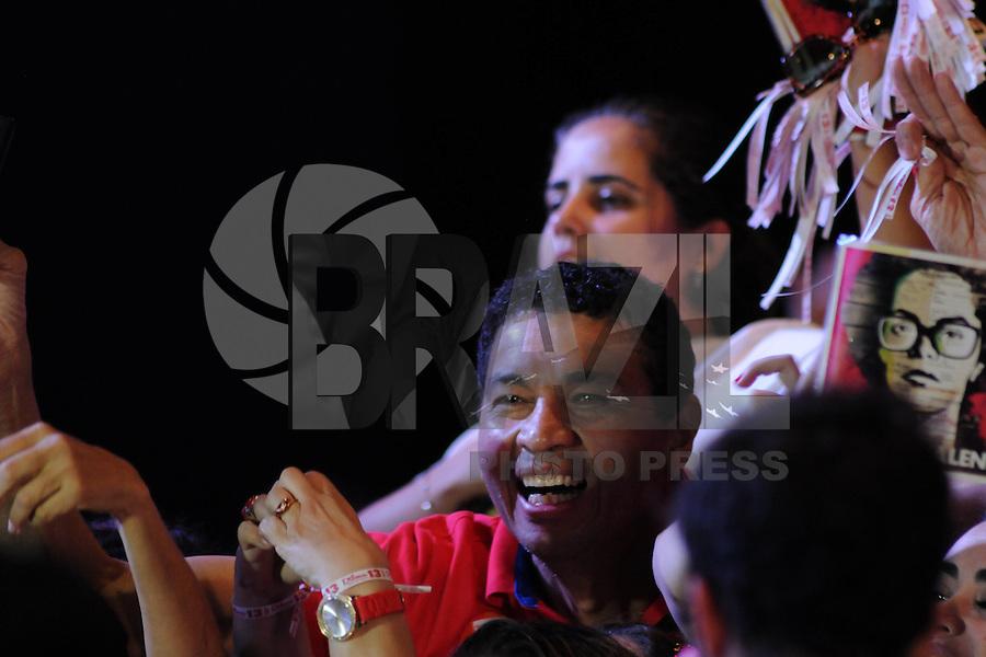 BRASÍLIA, DF, 26.10.2014 – ELEIÇOES 2014 – DILMA ROUSSEFF REELEITA – Militantes durante evento em comemoração à reeleição da presidente Dilma Rousseff no hotel Royal Tulip em Brasília, na noite deste domingo, 26. (Foto: Ricardo Botelho / Brazil Photo Press)