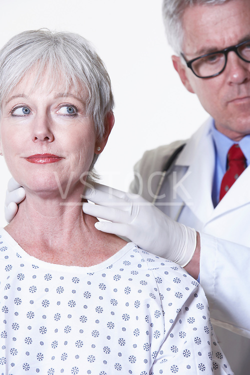 USA, California, Fairfax, Doctor examining female patient