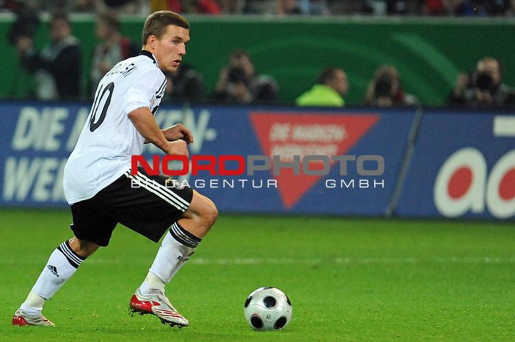 Fussball, L&auml;nderspiel, WM 2010 Qualifikation Gruppe 4 Westfalen Stadion Dortmund ( SIGNAL IDUNA PARK )<br />  Deutschland (GER) vs. Russland ( RUS )<br /> <br /> Lukas Podolski  (Ger /  Bayern Muenchen #10)<br /> <br /> Foto &copy; nph (  nordphoto  )<br />  *** Local Caption ***