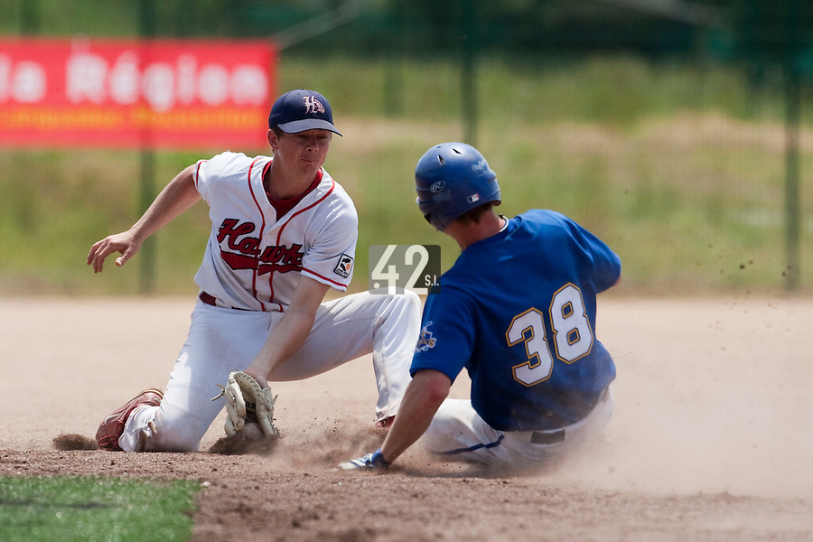 24 May 2009: Anthony Piquet of La Guerche is seen on defense during the 2009 challenge de France, a tournament with the best French baseball teams - all eight elite league clubs - to determine a spot in the European Cup next year, at Montpellier, France. Senart wins 8-5 over La Guerche.