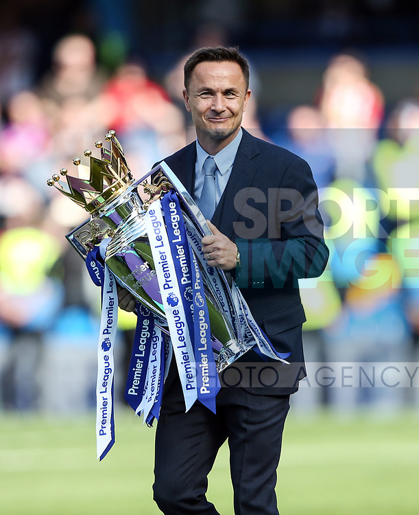 Chelsea's Dennis Wise with the trophy during the Premier League match at Stamford Bridge Stadium, London. Picture date: May 18th, 2017. Pic credit should read: David Klein/Sportimage