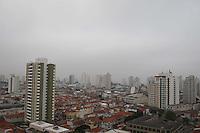 SÃO PAULO, SP, 22/05/2012, CLIMA TEMPO.<br /> <br /> A capital paulista amanhceu com uma leve neblina na manhã dessa Terça-feira (22).<br /> <br /> Luiz Guarnieri.