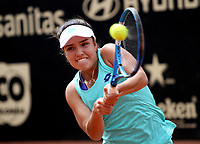BOGOTÁ -COLOMBIA, 9-04-2018:María Camila Osorio Serrano de Colombia y la participante más joven con 16 años se enfrentó a  la rusa  Anna Blimkova ,durante el Claro Open Colsánitas que se juega en El Club Los Lagartos al norte de la Capital ./ María Camila Osorio Serrano from Colombia and the youngest participant with 16 years old faced the Russian Anna Blimkova, during the Claro Open Colsánitas that is played at The Club Los Lagartos north of the Capital. Photo: VizzorImage/ Felipe Caicedo / Staff