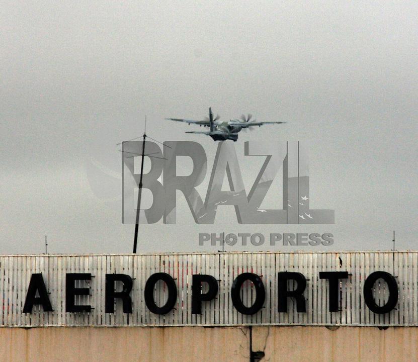 S&Atilde;O PAULO,30 MAR&Ccedil;O 2011 - MORTE JOS&Eacute; ALENCAR <br /> Avi&atilde;o da For&ccedil;a Aerea que levou o  corpo do ex vice- presidente jos&eacute; Alencar at&eacute; Brasilial.FOTO ALE VIANNA/NEWS FREE