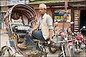 2006- Népal- Kathmandu- pilote de rickshaw.