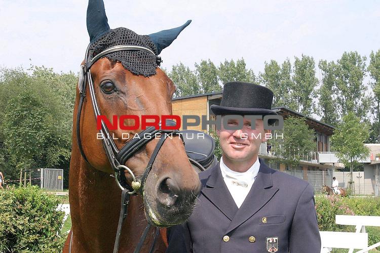 3. Deutsches Vielseitigkeits-Derby Hamburg-Horn<br /> <br /> 31.Juli - 1.August<br /> <br /> Andreas Dibowski, PZRV Luhmuehlen,  mit Little Lemon B <br /> <br /> Foto &not;&copy; nordphoto/Volker Sarbach<br /> <br /> <br /> <br />  *** Local Caption *** Foto ist honorarpflichtig! zzgl. gesetzl. MwSt.<br /> <br />  Belegexemplar erforderlich<br /> <br /> Adresse: nordphoto<br /> <br /> Georg-Reinke-Strasse 1<br /> <br /> 49377 Vechta