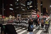 SÃO PAULO, SP, 27 DE SETEMBRO DE 2013 - PROTESTO MENSALAO - Grupo ocupa a Avenida Paulista, no sentido Consolação, em protesto contra o julgamento do Mensalão e Não ao Marco Civil da Internet, na noite desta sexta feira, 27, região central da capital. FOTO: ALEXANDRE MOREIRA / BRAZIL PHOTO PRESS