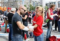 Nederland - Amsterdam -  2017.  Het Rode Kruis deed zaterdag 9 september een poging het wereldrecord grootste EHBO-les te verbreken. Het record is helaas niet gehaald.    Foto Berlinda van Dam / Hollandse Hoogte