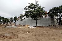 RIO DE  JANEIRO,07 DE  JANEIRO DE 2011- Movimenta&ccedil;&atilde;o dia  antes  que antecede  a  implos&atilde;o do pr&eacute;dio da  antiga  f&aacute;brica  de  leite e  derivados  CCPL. A implos&atilde;o  faz  parte  das  obras  do PAC- MANGUINHOS.<br /> Local  : Benfica - Zona Norte Rio de  Janeiro<br /> Foto : Guto Maia / News Free