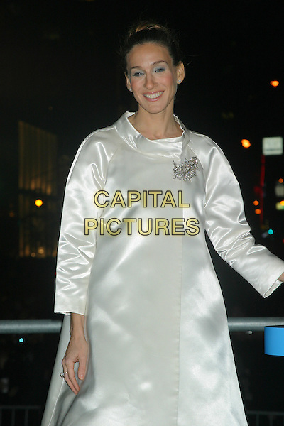 SARH JESSICA PARKER.Lights New UNICEF Crystal Snowflake at the Plaza Hotel in New York City..November 18, 2004.half length, white silk satin coat, brooch.www.capitalpictures.com.sales@capitalpictures.com.© Capital Pictures.