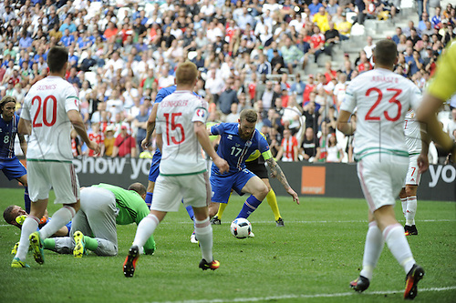 18.06.2016, Stade Velodrome, Marseille, FRA, UEFA European football Championships Group F. Iceland versus Hungary.  Kiraly gives away the penalty as he makes contact with Aron Gunnarsson in the box