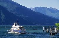 Europe/Italie/Lac de Come/Lombardie/Bellagio : Embarcadère et départ d'un bateau sur le lac
