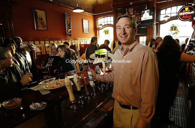 WATERBURY, CT- 15 APRIL 2005-041505JS12--David Walsch, owner of Drescher's in Waterbury. Drescher's is the oldest eatery in Waterbury.   --- Jim Shannon Photo--David Walsch, Waterbury, Drescher's   are CQ