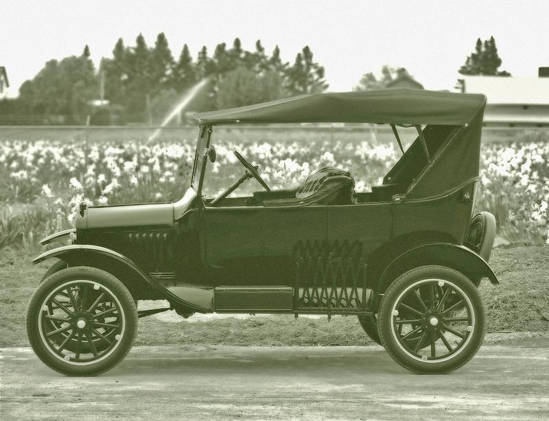 Model T Ford. Near Salem, Oregon.