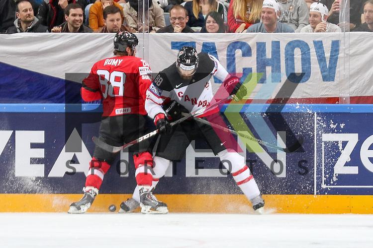 Schweizs Romy, Kevin (Nr.88) an der Bande im Zweikampf mit Canadas Burns, Brent (Nr.88)  im Spiel IIHF WC15 Schweiz vs. Canada.<br /> <br /> Foto &copy; P-I-X.org *** Foto ist honorarpflichtig! *** Auf Anfrage in hoeherer Qualitaet/Aufloesung. Belegexemplar erbeten. Veroeffentlichung ausschliesslich fuer journalistisch-publizistische Zwecke. For editorial use only.