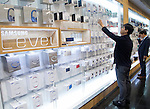 Samsung Electronics, Oct 29, 2015 : People shop at a store at Samsung Electronics' headquarters in Seoul, South Korea. Samsung Electronics said on Thursday its net profit soared about 30 percent on-year in the third quarter, supported by chip sales and foreign exchange rates, local media reported.  (Photo by Lee Jae-Won/AFLO) (SOUTH KOREA)