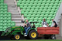 GRONINGEN - Voetbal, Open dag FC Groningen ,  seizoen 2017-2018, 06-08-2017,  FC Groningen speler Lars Veldwijk  en FC Groningen speler Django Warmerdam komen met de tractor binnen