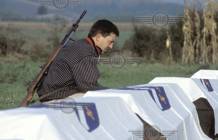 ©Andy Johnstone/Panos Pictures..SANSKI MOST - BOSNIA. 10/1995...Funeral of Bosnian Muslim fighters killed in action..
