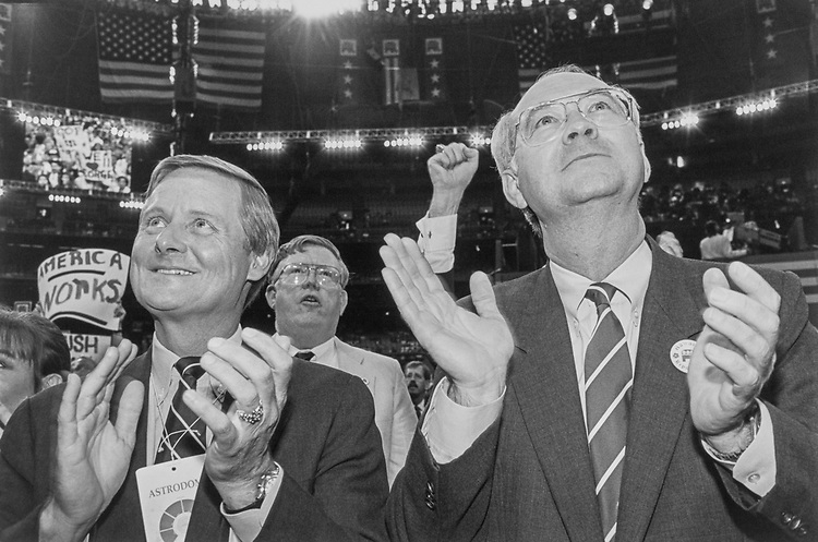 Sen. Phil Gramm, R-Tex. with Dauas Mayor Steve Bartuett clapping at GOP Convention in Aug., 1992.(Photo by Laura Patterson/CQ Roll Call)