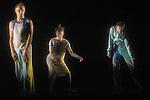 WALKING OSCAR<br /> Conception et direction, Thomas Hauert<br /> Composition musique et piano, Alejandro Petrasso<br /> Texte, Oscar van den Boogaard<br /> Voix, Stuart MacQuarrie<br /> Composition musique et ing&eacute;nieur son, Bart Aga<br /> Bande sonore, Aliocha van der Avoort<br /> Conception lumi&egrave;res et sc&eacute;nographie, Jan Van Gijsel<br /> Costumes, OWN / Thierry Rondenet et Herv&eacute; Yvrenogeau<br /> Chor&eacute;graphie, danse, chant, texte et composition chanson, Thomas Hauert, Martin Kilvady, Sara Ludi, Chrysa Parkinson, Samantha van Wissen, Mat Voorter<br /> Compagnie : ZOO<br /> Lieu : Th&eacute;&acirc;tre de la Ville : Paris<br /> Date : 27/11/2006<br /> &copy; Laurent Paillier / photosdedanse.com