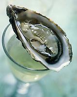 Gastronomie Generale: Huitres Creuses et Vin Blanc