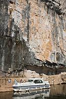 Europe/France/Midi-Pyrénées/46/Lot/Saint-Cirq-Lapopie: Navigation fluviale sur la vallée du Lot  à l'écluse de Ganil   Auto N°: 2008-213  Auto N°: 2008-214  Auto N°: 2008-214  Auto N°: 2008-217  Auto N°: 2008-216