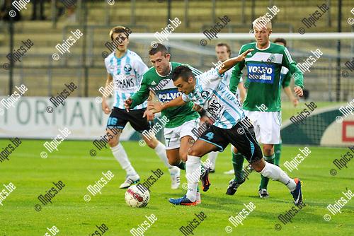 2011-08-24 / voetbal / seizoen 2011-2012 / Verbroedering Geel Meerhout - Kelmis / Maded Velagic (m) (VGM) in duel Kevin Hanf (l) (Kelmis)