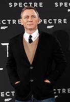 L'attore inglese Daniel Craig posa durante un photocall per la presentazione del film 'Spectre' a Roma, 27 ottobre 2015.<br /> British actor Daniel Craig poses during a photocall for the presentation of the movie 'Spectre' in Rome, 27 October 2015.<br /> UPDATE IMAGES PRESS/Isabella Bonotto<br /> <br /> *** ITALY AND GERMANY OUT  ***