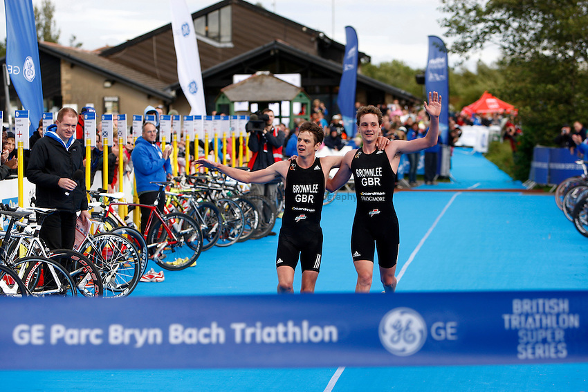 Photo: Richard Lane/Richard Lane Photography. GE Parc Bryn Bach Triathlon. 19/09/2010. Jonathan Brownlee and Alistair Brownlee cross the line in joint 1st after the Elite Mens' race.
