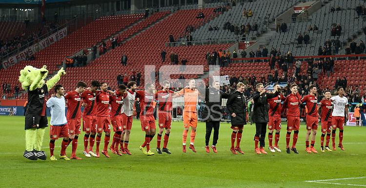 Football : Germany -1. Bundesliga  2017/18 <br /> Bayer Leverkusen 04 vs Mainz <br /> 28/01/2018 - bayer Leverkusen 04 team celebrates a 2-0 victory *** Local Caption *** &copy; pixathlon<br /> Contact: +49-40-22 63 02 60 , info@pixathlon.de