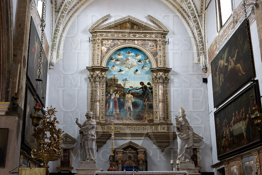 Interno della chiesa di San Giovanni in Bragora a Venezia. Sullo sfondo, &quot;Il battesimo di Cristo&quot; dipinto da Cima da Conegliano<br /> Interior of the church of San Giovanni in Bragora, in Venice.<br /> At background the &quot;Christ's Baptism&quot; painting by Cima da Conegliano.<br /> UPDATE IMAGES PRESS/Riccardo De Luca