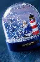 Europe/France/Bretagne/56/Morbihan/Quiberon: Boule de neige dans une boutique de souvenirs