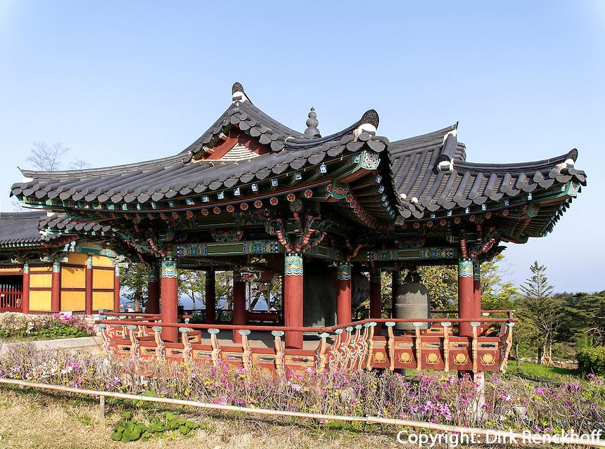 Glockenpavillon, buddhistischer Tempel Naksan Sa bei Sokcho, Provinz Gangwon, S&uuml;dkorea, Asien<br /> bell pavilion,  buddhistic temple Naksan sa near Sokcho, province Gangwon, South Korea, Asia