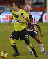 BARRANQUIILLA -COLOMBIA-24-11-2013. Luis Manuel Narvaez (Der.) de Atlético Junior disputa el balón con Alejandro Bernal (Izq.) de Atlético Nacional durante partido por la fecha 3 de los cuadrangulares finales de la Liga Postobón II 2013 jugado en el estadio Metropolitano Roberto Meléndez de la ciudad de Barranquilla./ Atletico Junior  player Luis Manuel Narvaez (R) fights for the ball with Atletico Nacional player Alejandro Bernal (L) during match for the 3rd date of final quadrangulars of the Postobon League II 2013 played at Metropolitano Roberto Melendez stadium in Barranquilla city.  Photo: VizzorImage/Alfonso Cervantes/STR