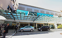 RIO DE JANEIRO, 06 DE DEZEMBRO 2012 - MORTE OSCAR NIEMEYER - Faixada do Hospital Samaritano antes do cortejo do arquiteto Oscar Niemeyer, do Hospital Samaritano, em Botafogo, para o aeroporto Santos Drumont na zona sul do Rio de Janeiro, no inicio de tarde desta quinta-feira. O arquiteto morreu na quarta-feira (05) à noite vítima de infecção respiratória, aos 104 anos. FOTO: VANESSA CARVALHO - BRAZIL PHOTO PRESS.
